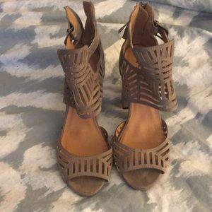 Such cute heels!